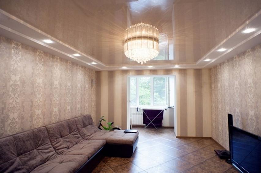 Точечные светильники по периметру потолка