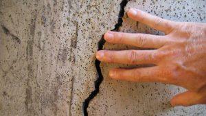 Трещина на стене: что предпринять и как отремонтировать