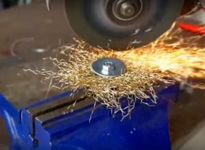 Подрезание металлической щетки