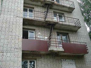 Что мне будет, если я замурую пожарный выход на балконе?