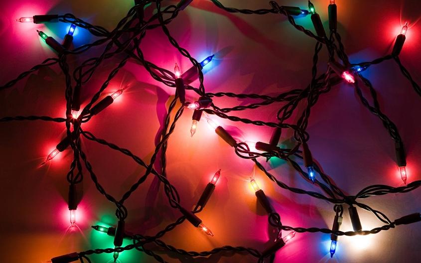 Новогодние украшения дома с помощью гирлянд