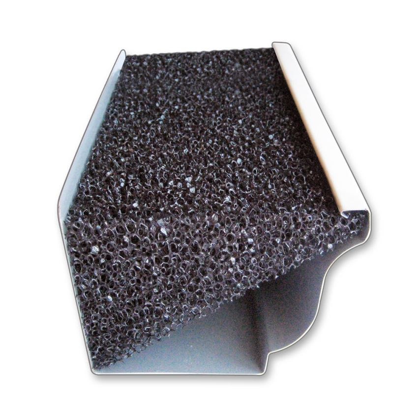 Фильтрующая пена в водосборном желобе