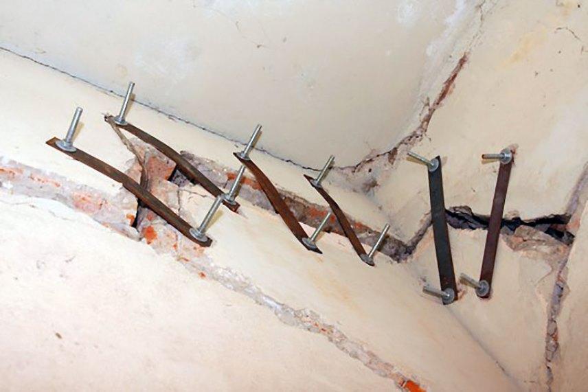 Костыли в стенах