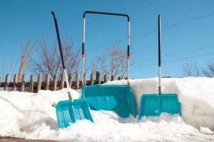 Кто и как часто должен чистить снег на придомовой территории?