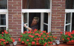 Как помыть окно и не выпасть из него: секреты чистых стекол