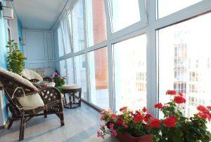 Если остекление балкона выполнили некачественно: что делать?