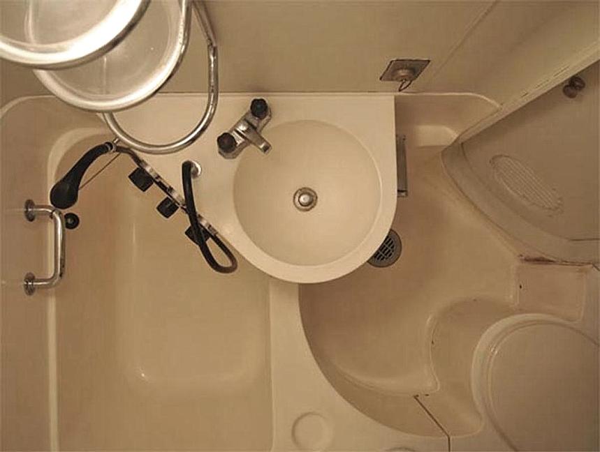 Туалет в капсульной квартире