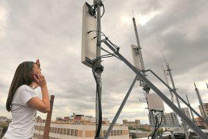 Телефонная вышка на крыше многоэтажного дома, безопасно ли?