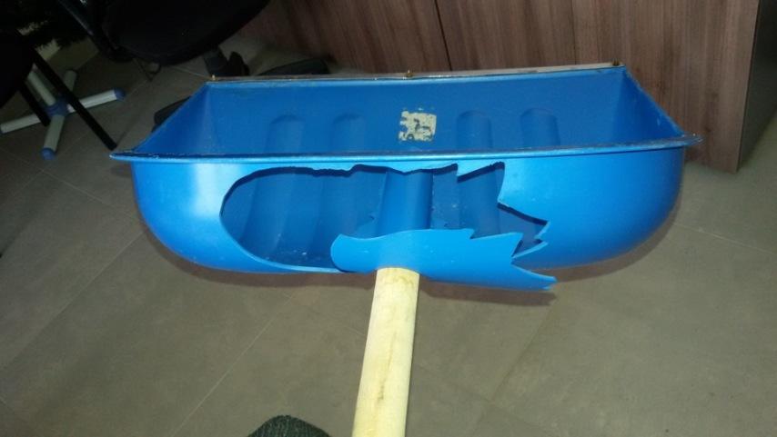 Что делать, если сломалась лопата в снежную зиму