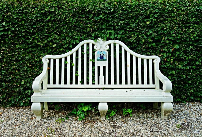 Правильное расположение садовой мебели