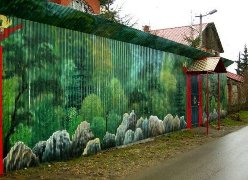 Облагораживаем участок, или как украсить забор из профнастила