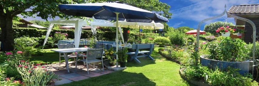 Расположение садовой мебели на участке