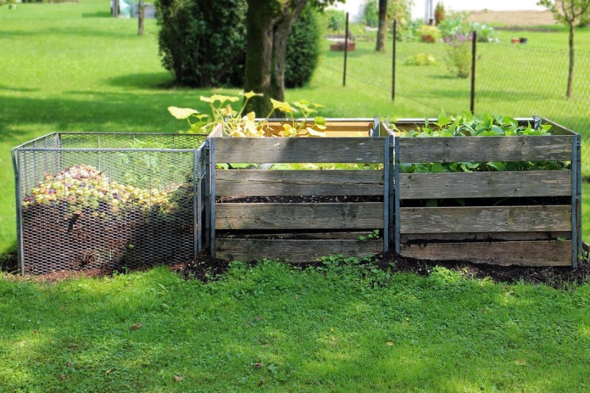 Компостная куча для скошенной травы