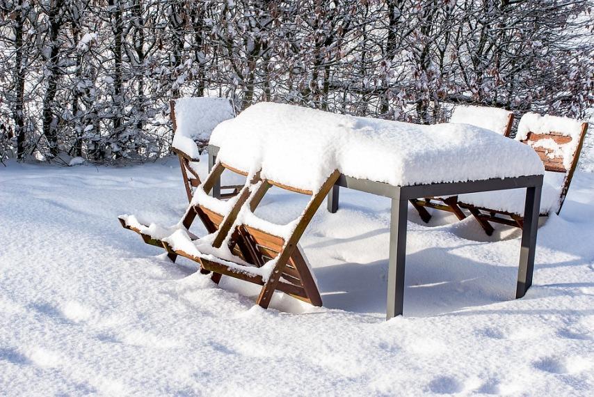 Причины возможности использования мебели на улице