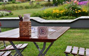 Садовая мебель: какую лучше выбрать