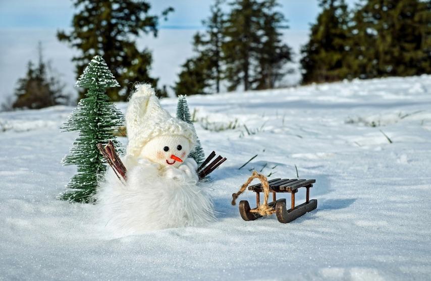 Снеговики из снега на участке
