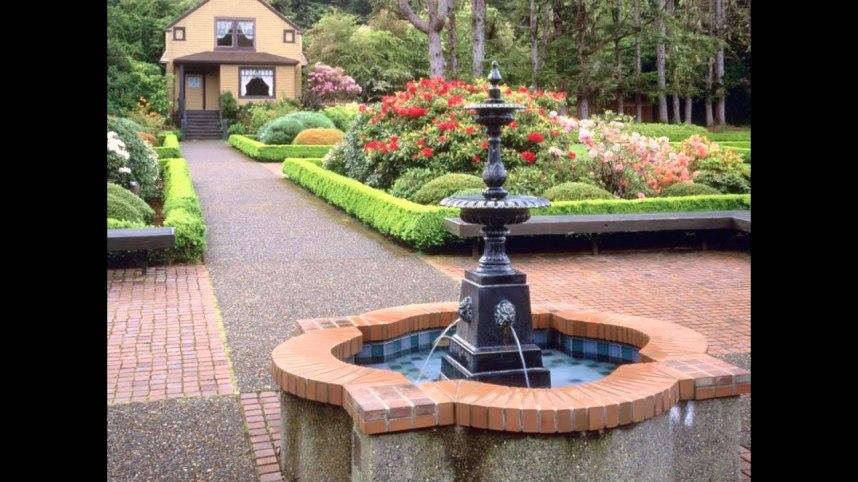 Как можно размещать фонтаны на участке