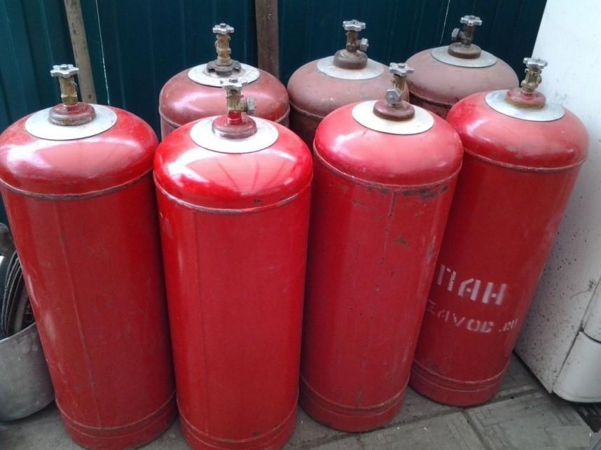 Газовые баллоны на пункте обслуживания