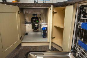 Бытовой измельчитель отходов (диспоузер): полезная вещь или пустая трата денег?