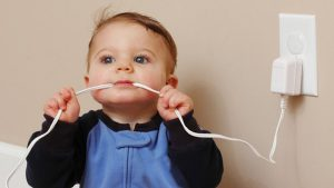 Безопасность ребенка в доме: электропроводка