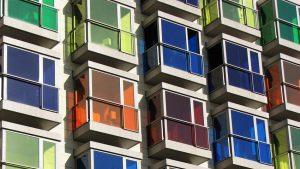 Тонировка окон в квартире или доме: пошаговая инструкция и виды