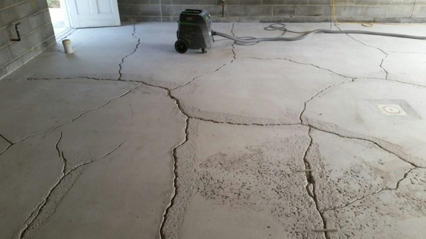 Растрескивание бетонного пола