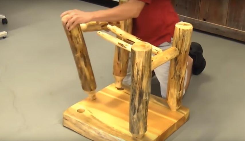 Сборка бревенчатой мебели