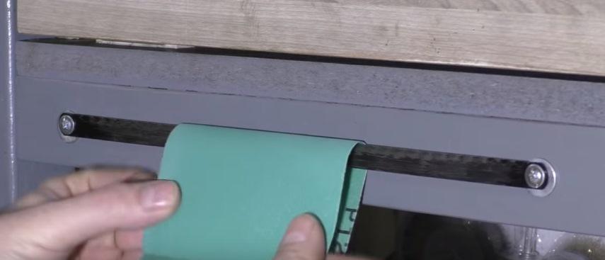 Отрывание наждачной бумаги