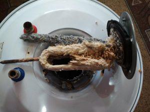 Водонагревательный тэн со слоем накипи
