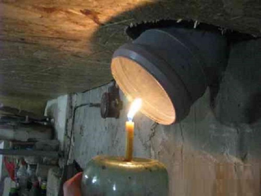Просушить подвал свечой