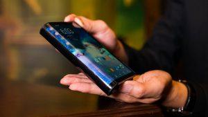 Складывающийся смартфон Samsung Galaxy Fold за 2000 долларов сломался на второй день