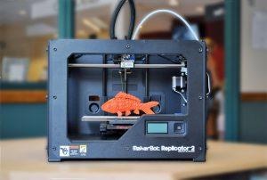 3 d принтер печатает рыбку