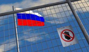 Флаг России за забором