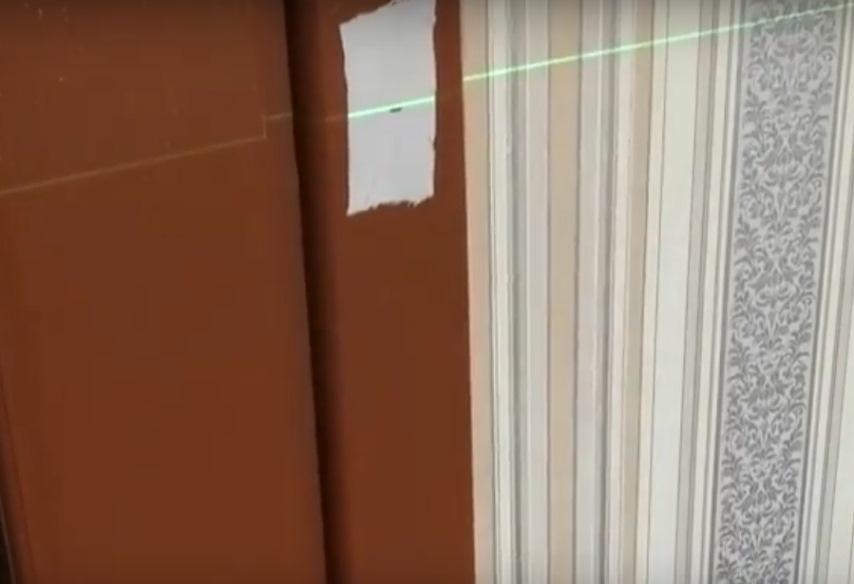 Лазерный луч на метке