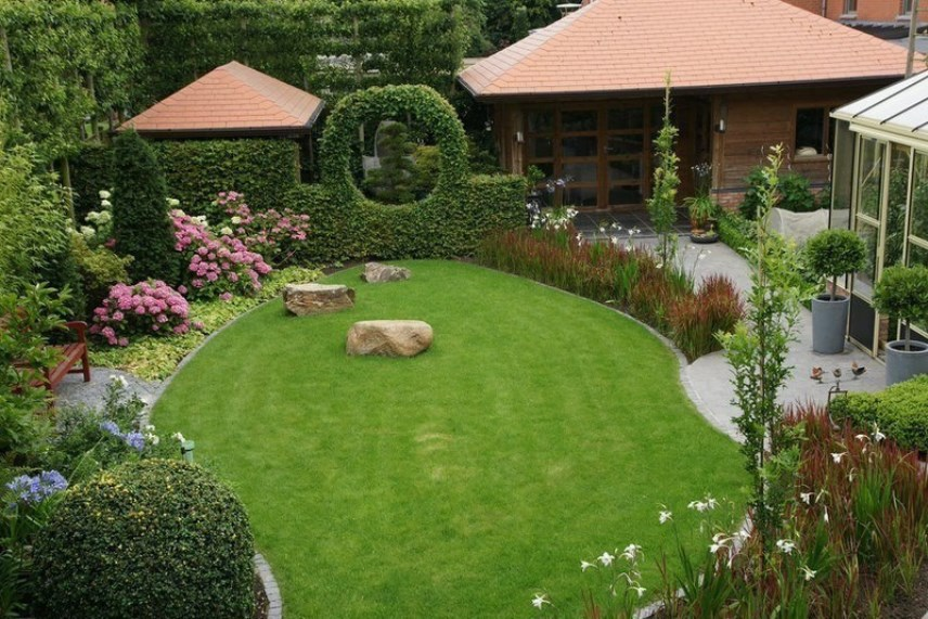 Садовый участок: твердые покрытия