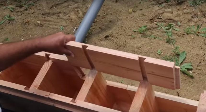 Так собирается деревянный кирпич