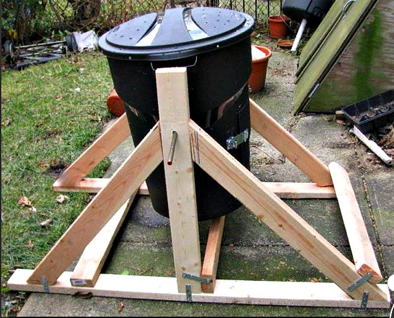 Самодельный компостер из мусорного бака