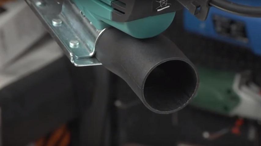 Электролобзик: Выход для подключения пылесоса