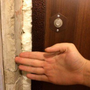 Как утеплить входную дверь частного дома быстро и эффективно