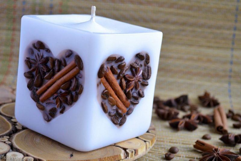 Свеча с кофе и корицей