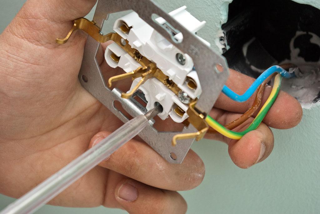 Как подключить и установить розетку. Монтаж розетки
