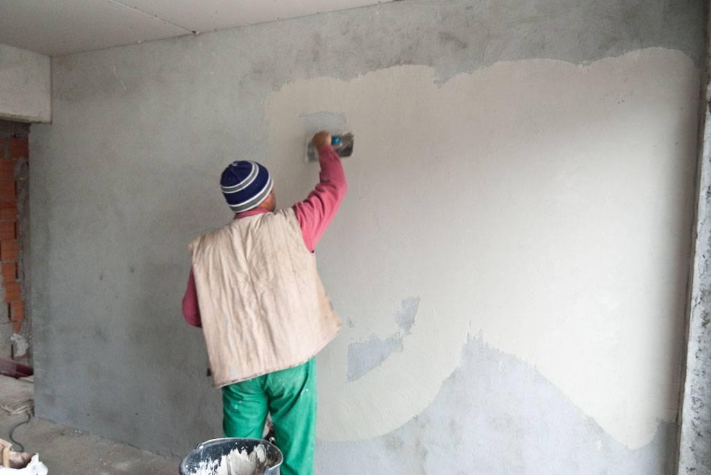Штукатурка стен под бетон своими руками