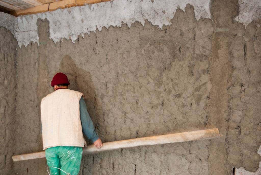 Цементная штукатурка стен своими руками видео