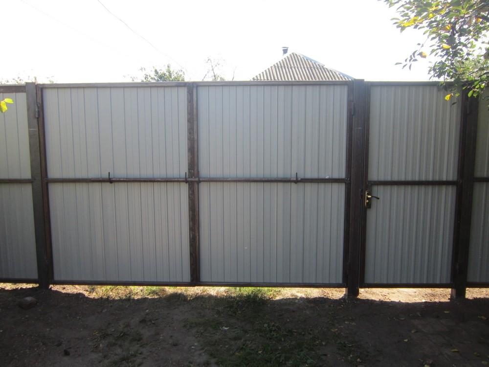 Забор из профлиста в рамке своими руками