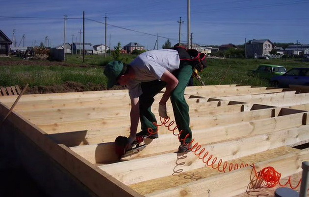 Опыт строительства каркасного дома своими руками видео