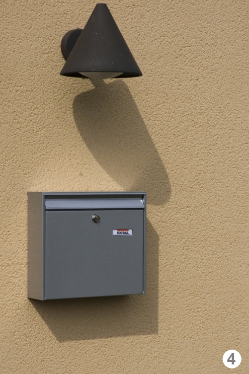 установка почтового ящика на стену