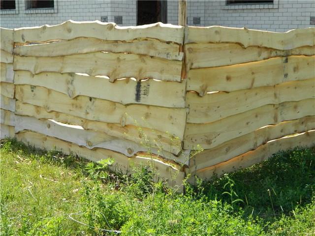 Забор из обрезной доски